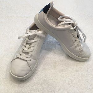 White athletic tennis shoes H & M  size 4.5 lace up